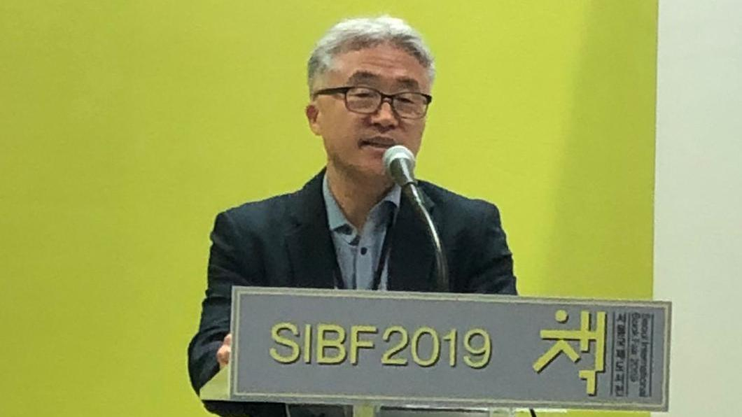 Myung-hwan Kim delivers speech at Seoul Intenrational Book fair Freedom to Publish Seminar