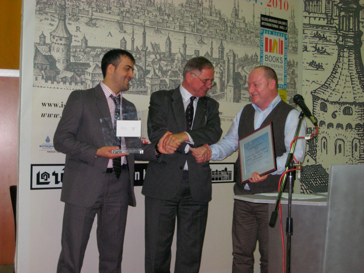 IPA President Herman P. Spruijt (centre) with Abdulla Duduev (left) and Israpil Shovkhalov (right) of the Dosh Magazine